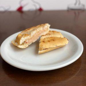 Prensado Peito de Peru e queijo.
